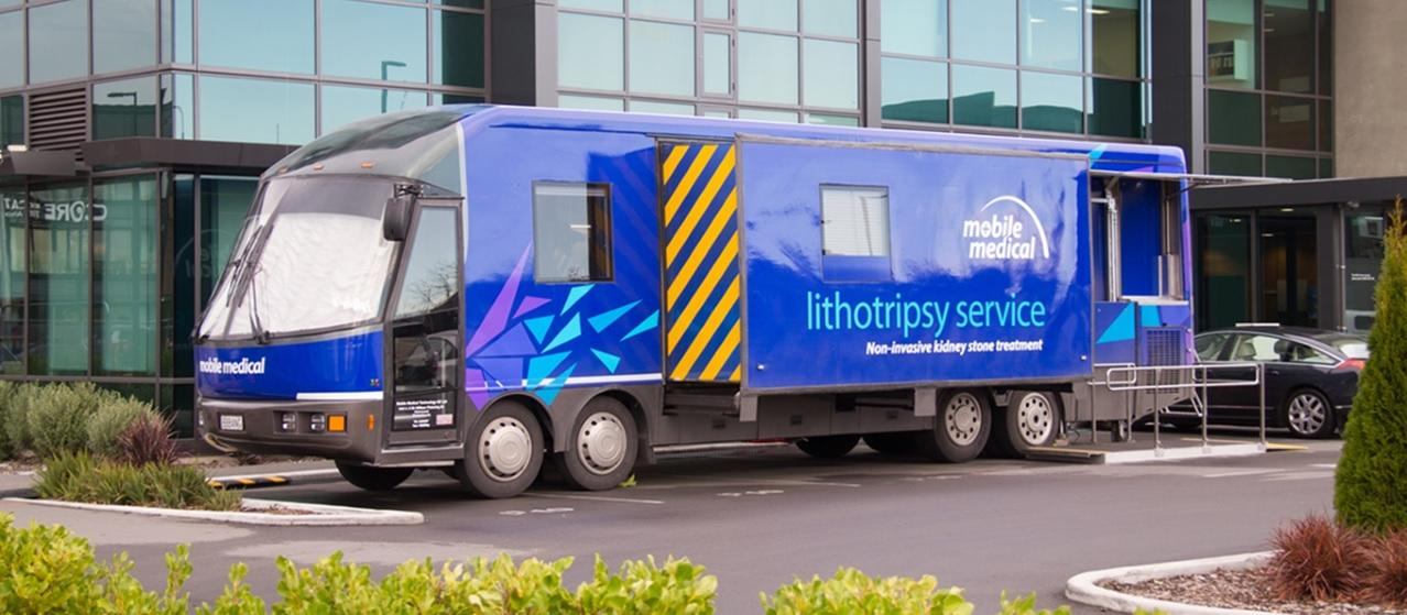 Mobile Medical lithotripsy service bus