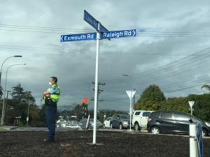 Police officer near Northcote covid testing station, pic by Anna Lee